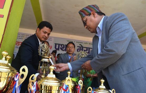 सम्माननीय सभामुख श्री कृष्णबहादुर महरा ज्यूबाट प्रथम मेयर कप उदघाटन गर्नुहुदै
